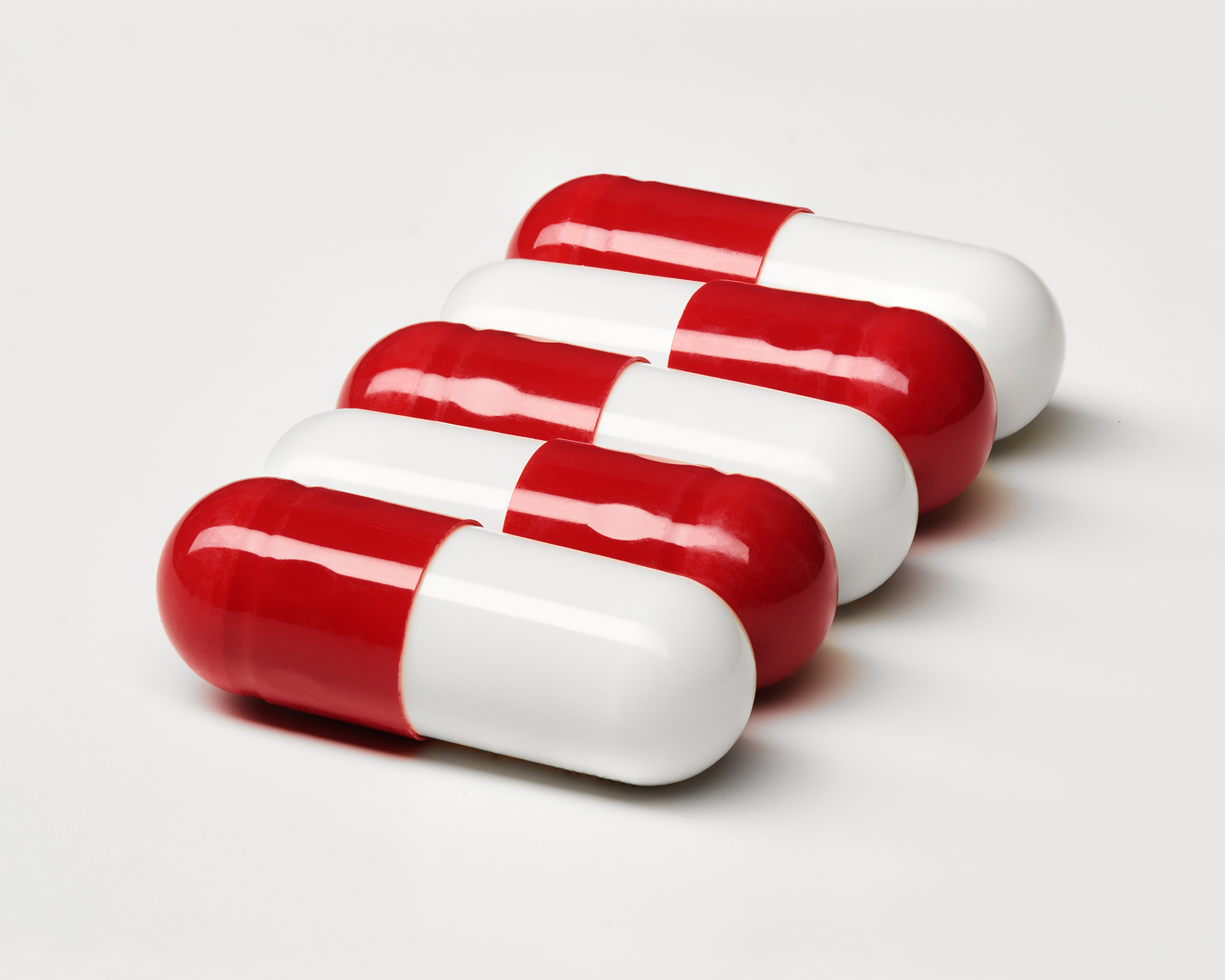 Ian Knaggs Commercial Still Life Photographer - Red & White Pills